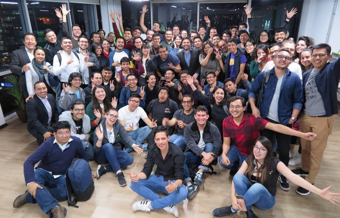 Comunidad de Create Your Future llenando el auditorio Platzi México