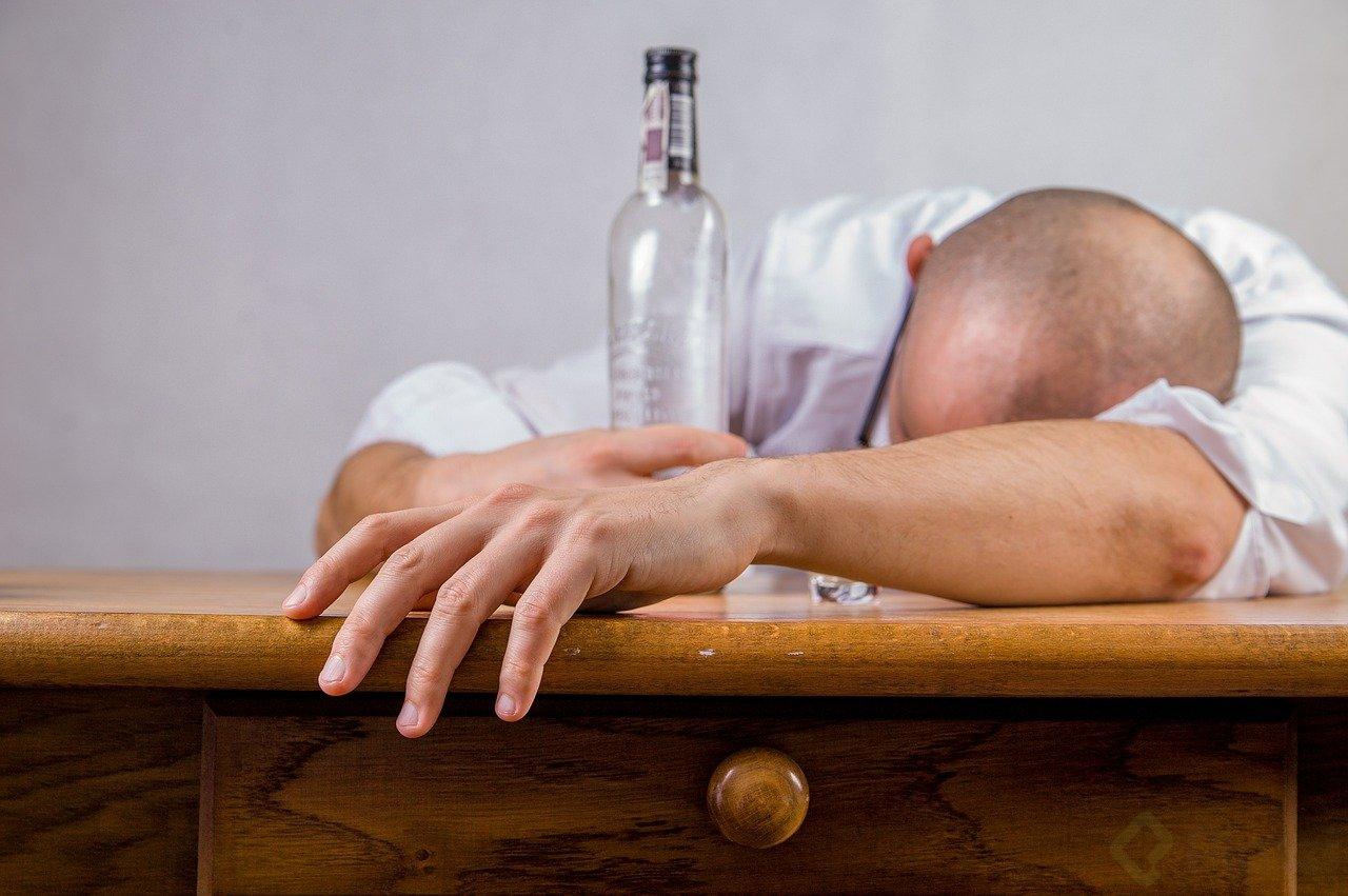 hombre alcoholizado.jpg